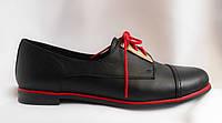 Женские кожаные полуботинки на низком ходу с красными шнурками
