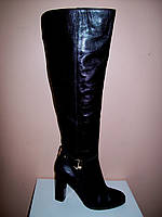 Сапоги ботфорты осень из натуральной кожи черные украшены ремешком