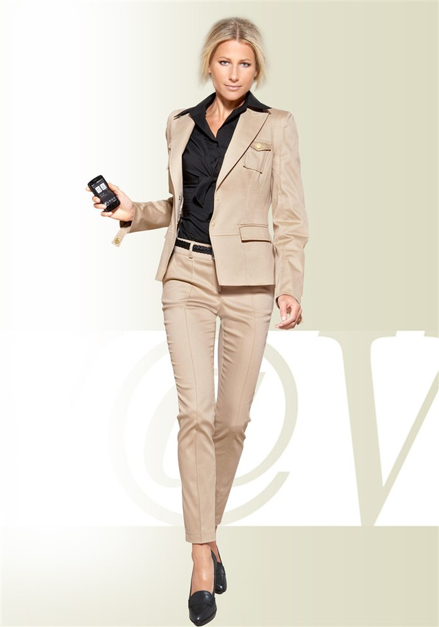 Современный женский костюм с доставкой