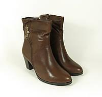 Женские коричневые осенние ботинки на каблуке