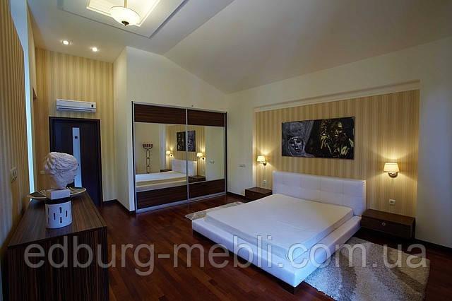 кровать двуспальная с мягким изголовьем фото