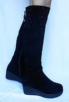 Женские зимние ботфорты на средней танкетке и камнями из натуральной замшы