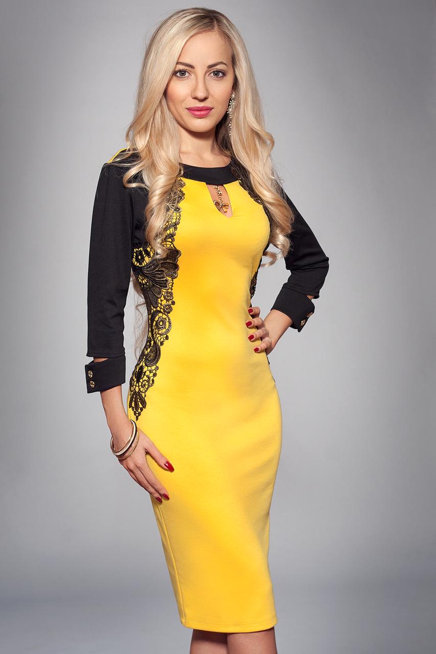 Желтое платье с черной отделкой