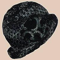 Вязаная женская шляпка черно-серого цвета c элементами кожи