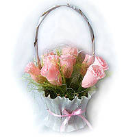 Букет из конфет Корзина розовых роз