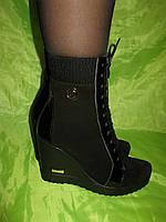 Замшевые зимние ботинки на платформе с довязом