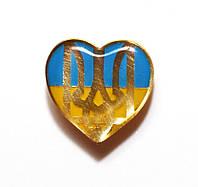 Значок сердечко с тризубом на фоне национального флага