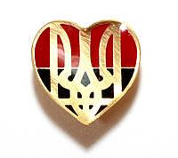 Значок сердце с тризубом на фоне флага УПА