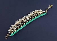 Браслет на цепочке с зеленой лентой и жемчужинами