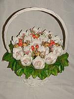 """Белые крокусы из конфет в белой корзине""""Милая леди-вариант2""""№15+6"""