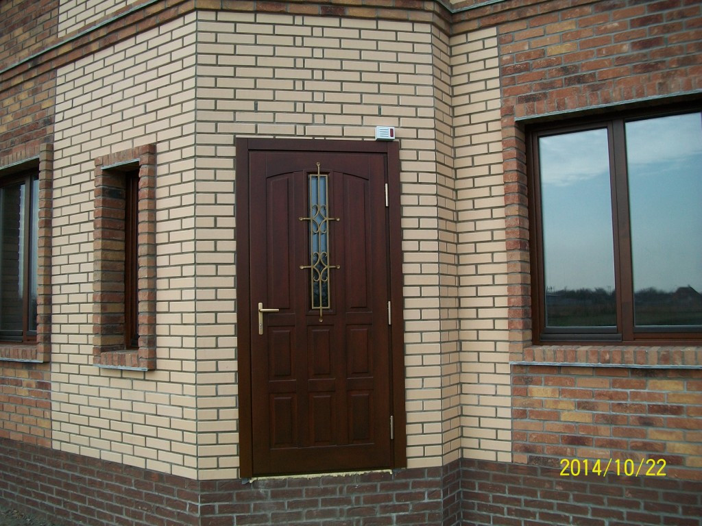 дверь входная из сосны со стеклопакетом