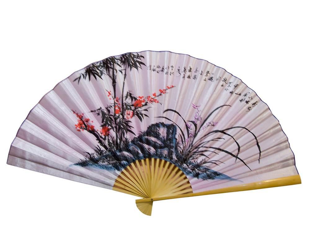 Веер настенный Сакура с бамбуком на розовом фоне