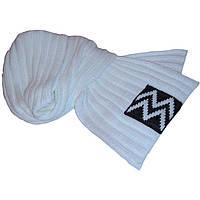 Вязаный шарф-петля белого цвета с аппликацией