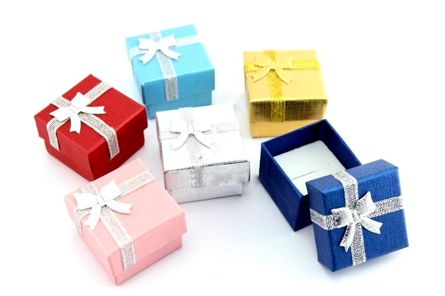 Маленькие подарки в коробке 54