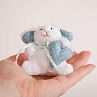 Мягкая игрушка авторской ручной работы Кролик с голубым сердцем