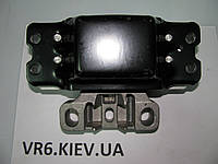 Подушка КПП левая VW CADDY, TOURAN, GOLF V,VI 1.4-2.0 1K0199555L FL