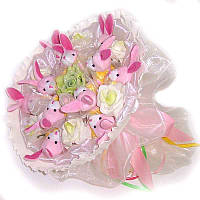 Букет из мягких игрушек Зайки розовые 11 в светлом