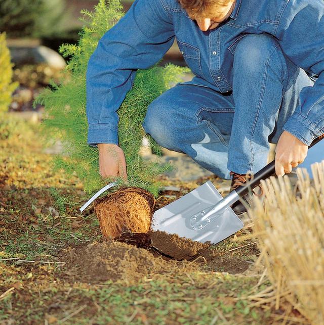Купить Штыковую лопату, облегченную FISKARS (131510)
