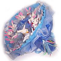 Букет из мягких игрушек Зайки 21 в голубом