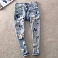 Стильные  джинсы с Микки Маусом