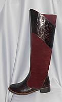 Женские коричневые зимние сапоги на низком ходу из натуральной замши и кожи крокодила