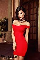Короткое приталенное платье без рукавов с рельефами на лифе