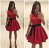 Короткое платье без рукавов,юбка с мягкими складами и контрастным поясом