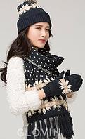 Шерстяной комплект шапка, шарф и варежки