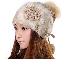 Теплая шерстяная шапка с цветком