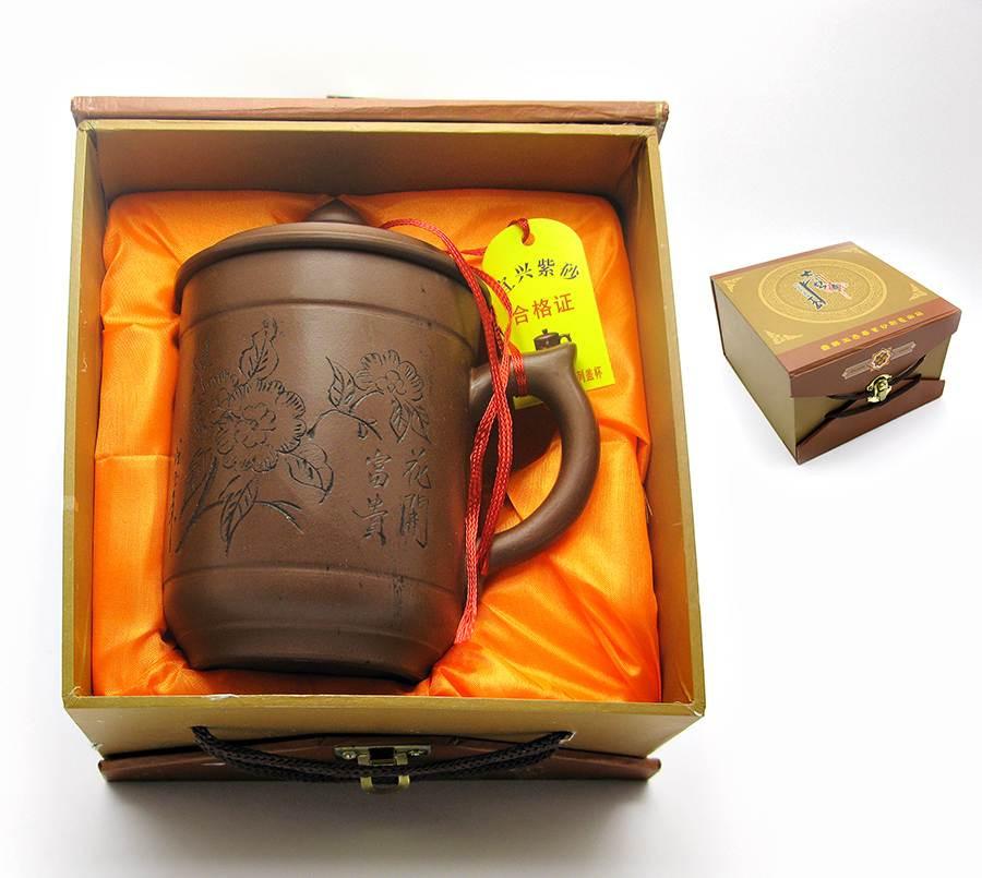 Чашка из глины в подарочной коробке