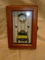 Ключница декоративная деревянная настенная 26х18х7