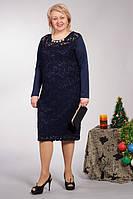 Нарядное батальное женское платье синего цвета