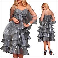 Вечернее платье средней длины с легкой накидкой