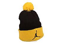 Чорна шапка Jordan з жовтим помпоном