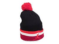 Черная шапка Jordan с красным помпоном