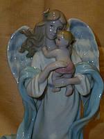 """CMS - 24/ 1 Фарфоровая статуэтка фигурка """"Ангел с ребенком"""" итальянской компании Pavone 14 сантиметров высота"""
