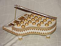 Рояль из конфет (белый с золотом)