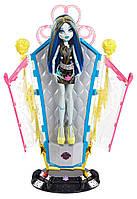 Кукла  Френки Штейн и станция подзарядки. Monster High Freaky Fusion Recharge Chamber Frankie Stein