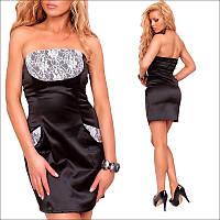 Черное платье с приталенным покроем