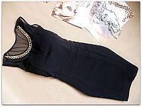 Женское черное приталленное платье с сеткой и цепкой на груди