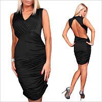 Черное платье с оригинальным вырезом на спине