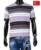 Качественная мужская футболка в полоску.