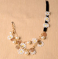 Женское необычное ожерелье, украшенное кружевом в виде ромашек и металлическими розочками, с жемчугом