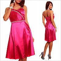 Платье цвета фуксии с элегантно подчеркнутой талией