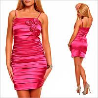 Ярко - розовое платье на тонких бретельках.