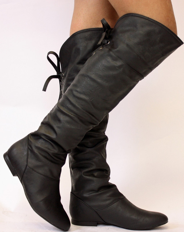 5c2d96c3b Ботфорты без каблука идеально подходят для спортивной одежды. Их могут  носить не только юные девушки, но и дамы постарше.