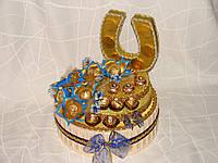 """Торт из конфет """"шкатулка удачи""""бежево-голубой"""