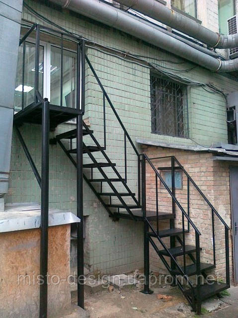 Металлическая лестница на улице на второй этаж своими руками
