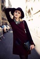 Платье трикотажное бордового цвета с черными рукавами и карманами