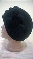 Женский фетровый берет черного цвета с красивым украшением